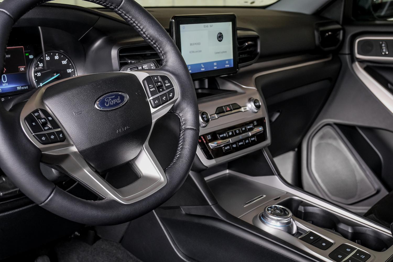 Black Ford Explorer 2021